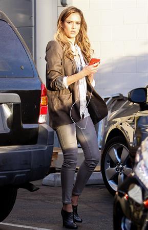 Jessica Alba Left her office in Los Angeles - November 14, 2012