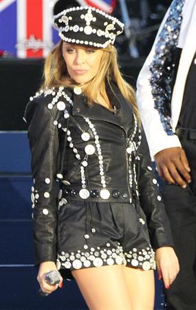 Kylie Minogue - Diamond Jubilee Concert  (4.6.2012)