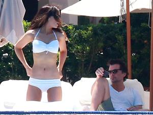 Kate Beckinsale wearing a bikini on vacation in Mexico August 22, 2013