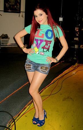 Ariana Grande Twitter and MySpace pics