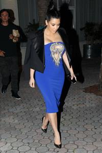 Kim Kardashian greets fans outside restaurant in Miami Beach - Jan 6, 2013