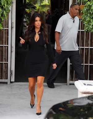 Kim Kardashian Leaving a photoshoot in Miami (October 10, 2012)