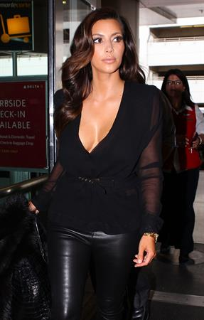 Kim Kardashian arriving at airport in Miami 10/17/12