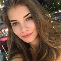 Gabriela Salles taking a selfie