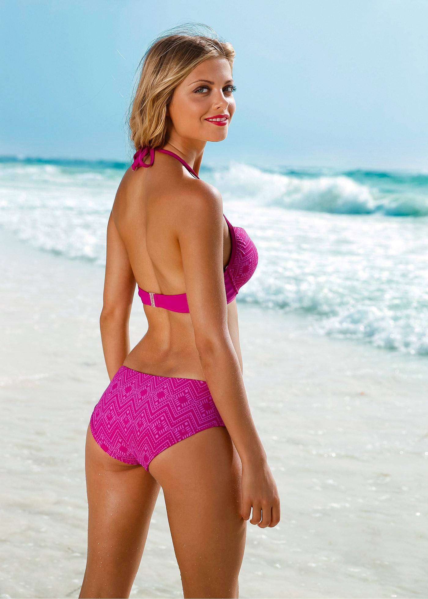 Giselle Reyes in a bikini - ass