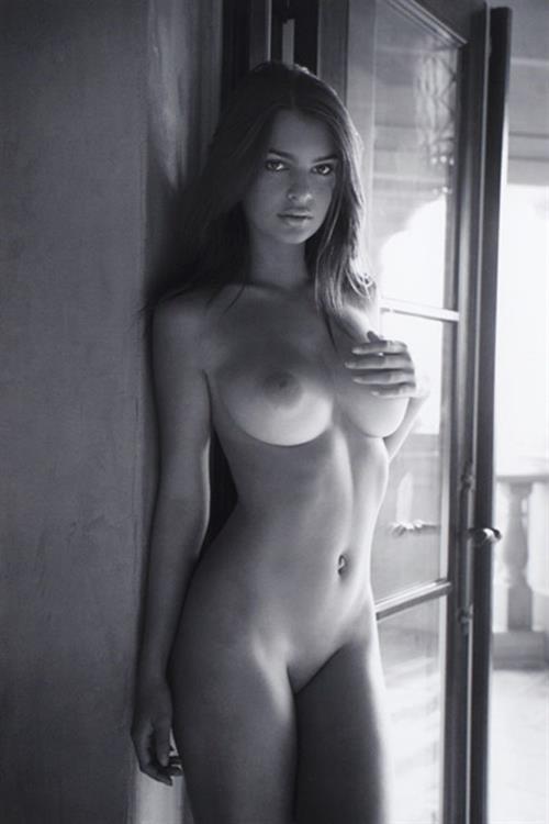 Emily Ratajkowski - breasts