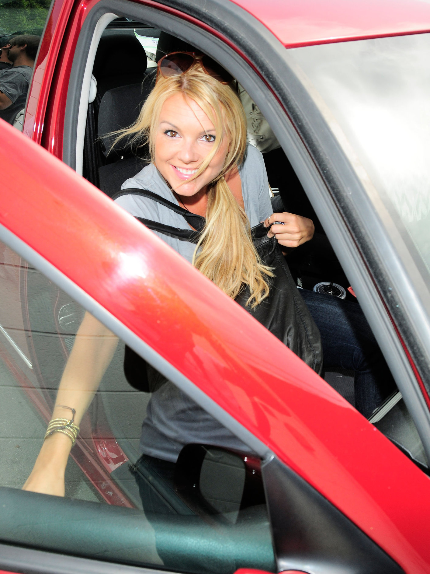 Ali Fedotowsky drops off her Mini Copper at Avon Rent a Car in Beverly Gills on July 1, 2010