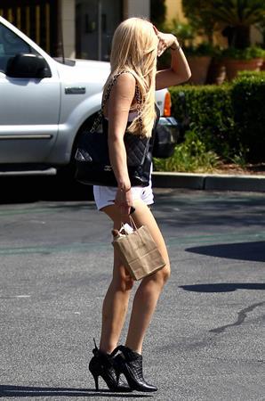 Amanda Bynes heading to a salon - LA - May 19, 2012