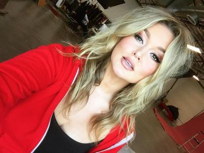 Hunter McGrady taking a selfie