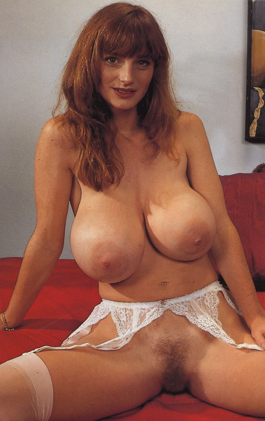 Busty Belle Nude Pictures Rating  66110-9952