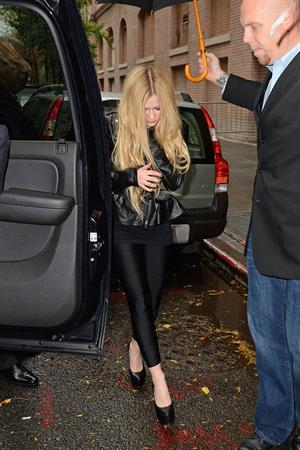 "Avril Lavigne – leaving ""Katie Couric"" show 11/7/13"