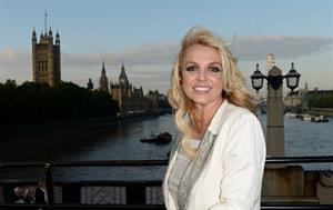 Britney Spears – sightseeing in London 10/15/13