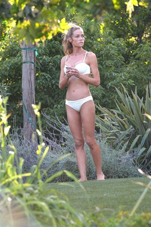 Denise Richards Has some fun in the sun at Beverly Hills Hotel in Los Angeles (May 15, 2013)