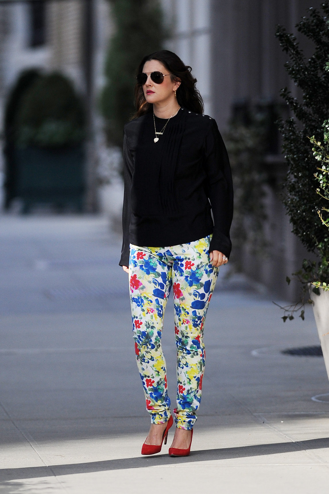 Drew Barrymore in cute leggings in New York City (21.03.2013)