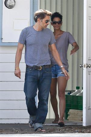 Halle Berry and Olivier Martinez house hunting in Malibu Sept 29, 2012