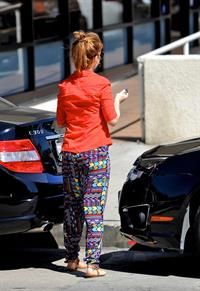Isla Fisher - Shopping for furniture and picks up lunch in LA - September 14, 2012