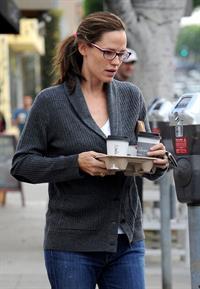 Jennifer Garner stops for coffee at Cafe Lue in LA October 4, 2012