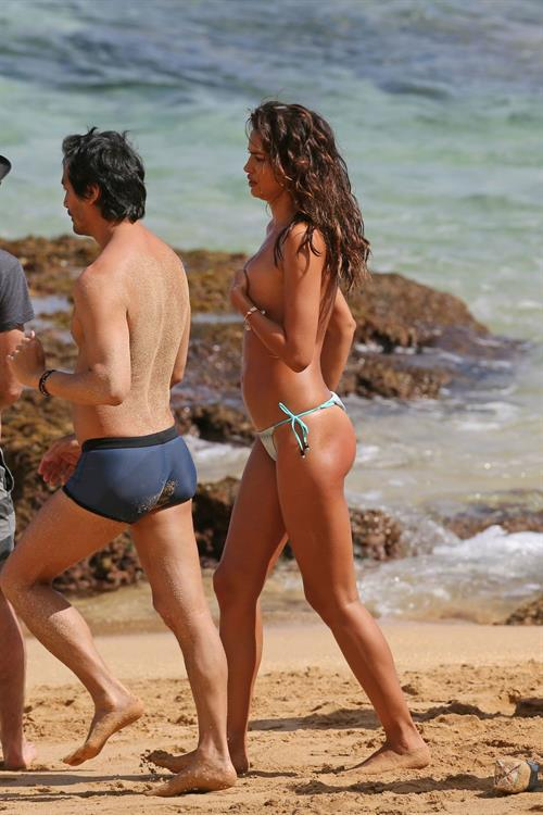 Irina Shayk Nude Pictures At A Sports Illustrated Photo Shoot Taken By Paparazzi Hotness Rating Unrated