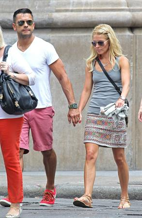 Kelly Ripa - Out in SoHo for some shopping - July 27, 2012