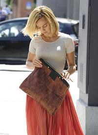 Mena Suvari - Out for lunch at Planet Raw in Santa Monica - August 21, 2012