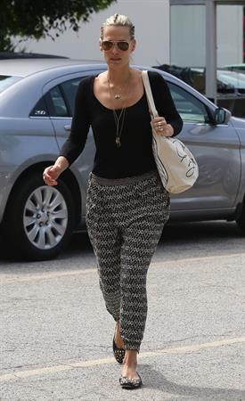 Molly Sims - Heads to the doctor's office for an appointment in West Hollywood (17.05.2013)