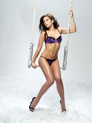 Nikki Sanderson. Scrumptious in her Archibald shoot.