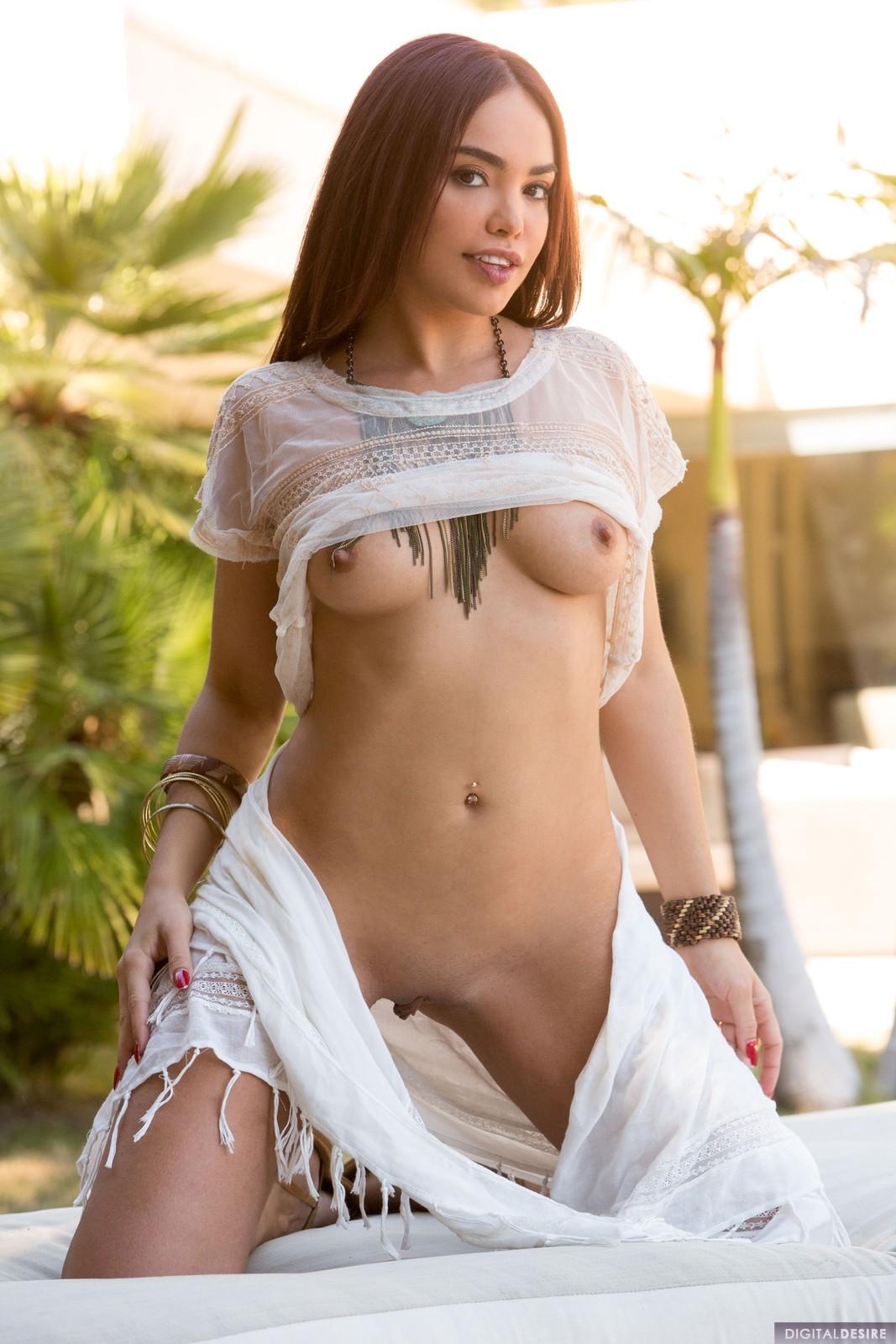 Selena Rose Nude