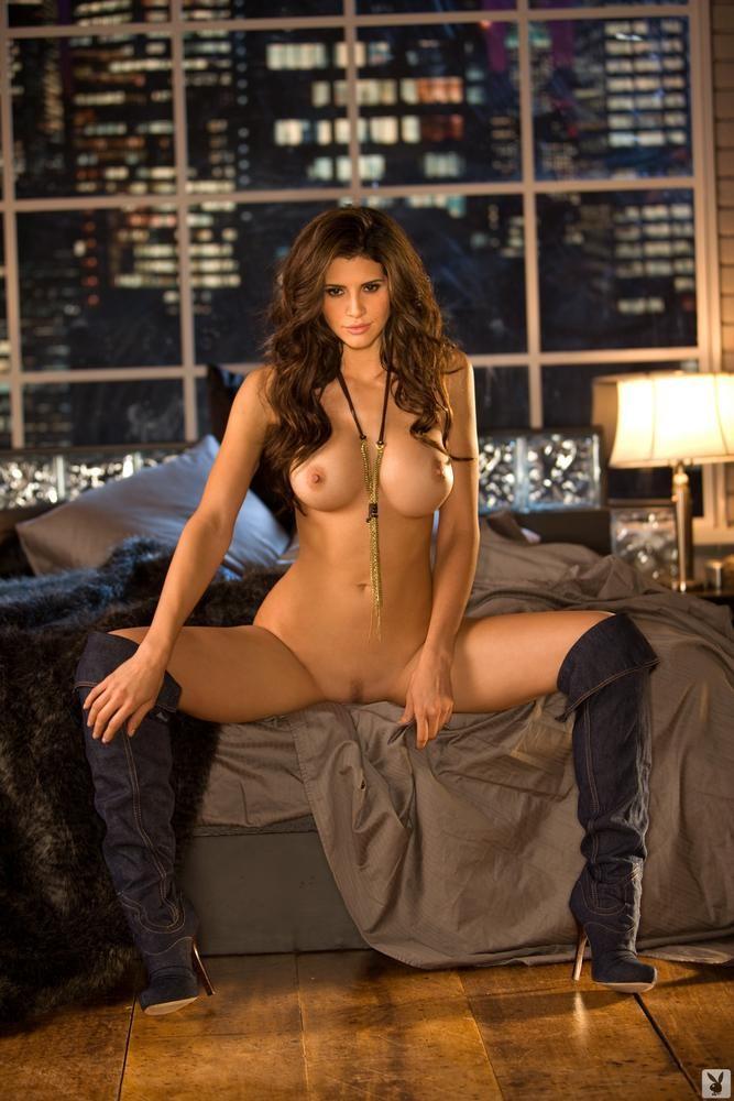 Angelina jolie nude boobs