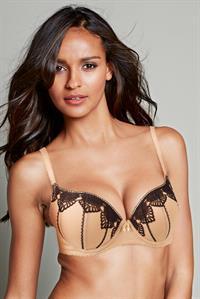 Gracie Carvalho in lingerie