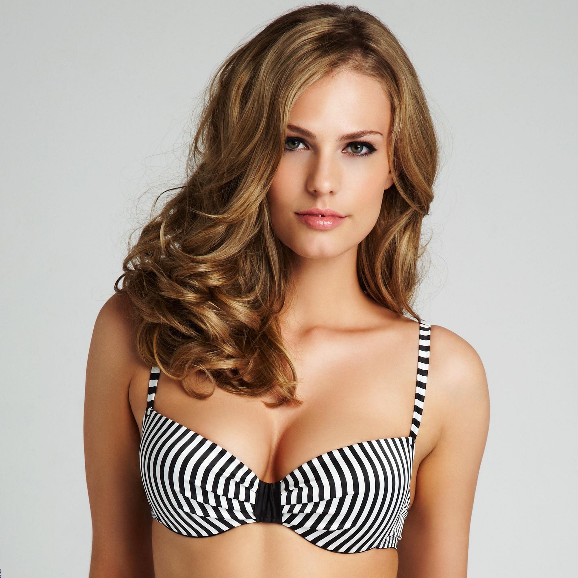 Aniko Michnyaova in lingerie