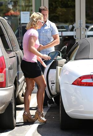 Britney Spears at Wildflour Bakery and Cafe in Agoura, California on August 26, 2014