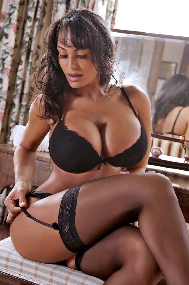 Sexy MILF Evie Delatossa stays in lingerie for a hardcore fuck № 459213 без смс