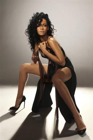 Rihanna gorgeous in SNL photoshoot 2012