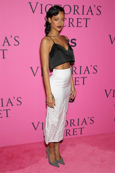 Rihanna - 2012 Victoria's Secret Fashion Show Pink Carpet