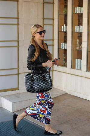 Paris Hilton arrives at Beverly Hills spa September 30, 2013