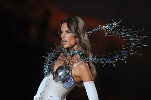 Alessandra Ambrosio Victoria's Secret fashion show 2009