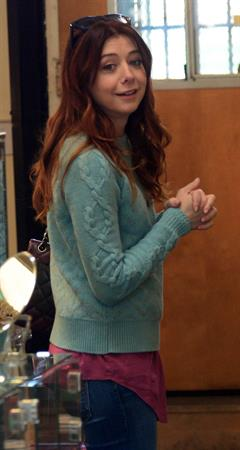 Alyson Hannigan Picks out some gifts at New Stone Age in Los Angeles (January 29, 2014)