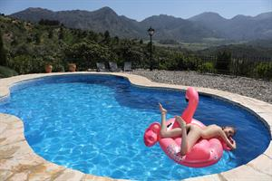 Milla in  Flamingo