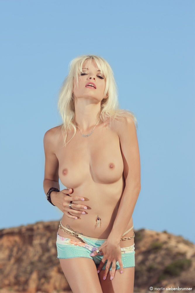 Julia sexy nackt mia Mia Julia