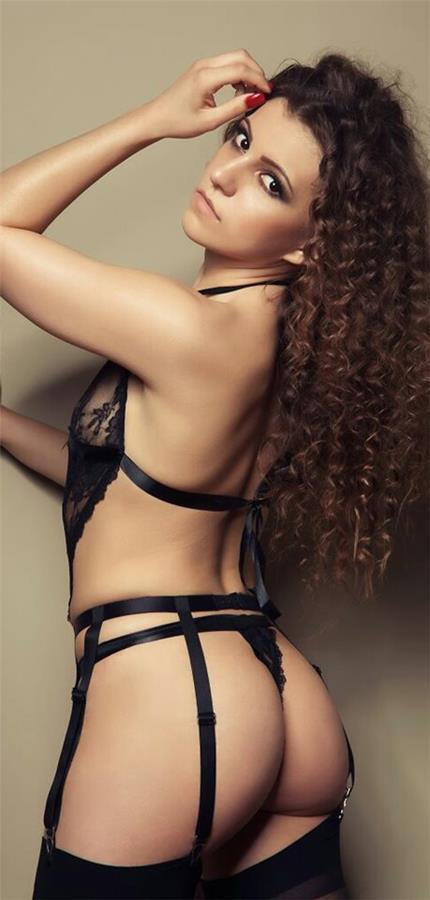 Sara Parker in lingerie - ass