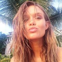 Josephine Skriver taking a selfie