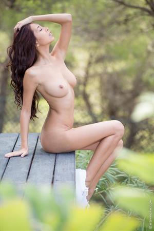 Paula Shy Leggy Nude Chick