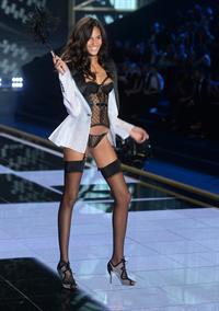 Cindy Bruna in lingerie
