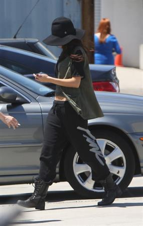 Selena Gomez - Hits the studio in black sweatpants in Los Angeles (11.05.2013)