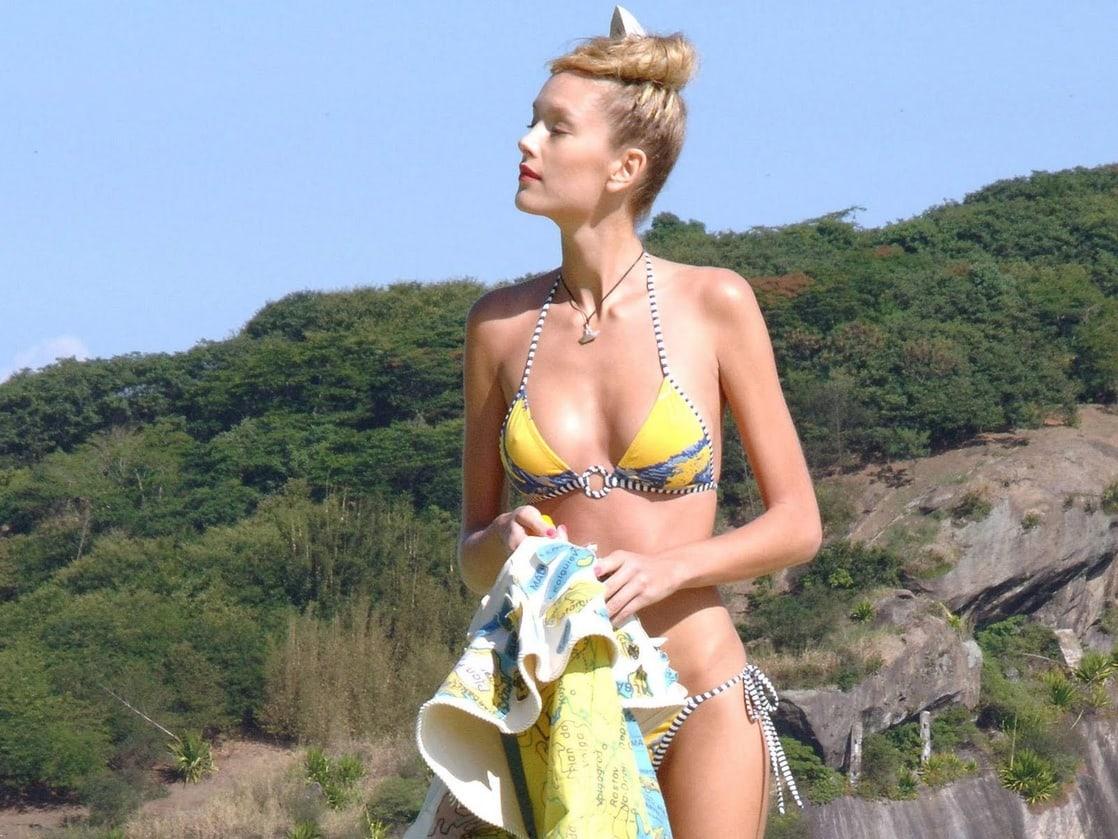 Catherine Zeta Jones Nude - 3 Pictures: Rating 7.37/10