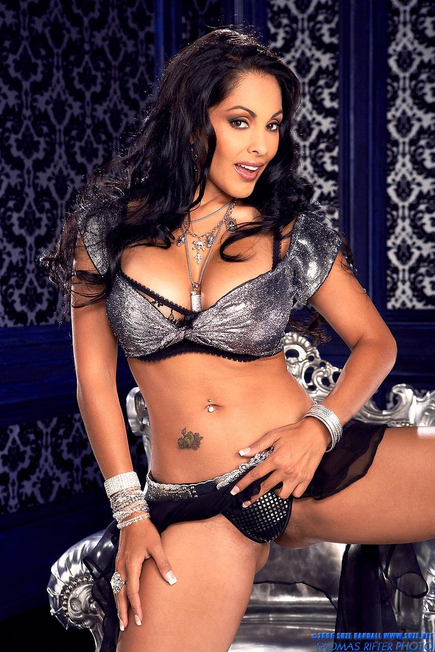 Nina Mercedez Pictures. Hotness Rating = 8.45/10