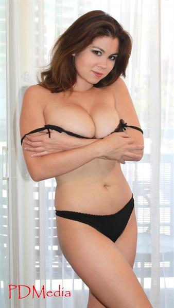 Mai Mao in lingerie
