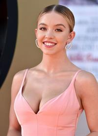 Sydney Sweeney big boobs showing nice cleavage in a sexy dress at the premiere of  Once Upon a Time in Hollywood
