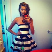 Sandra Kubicka taking a selfie