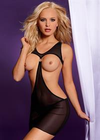 Elisandra Tomacheski - breasts